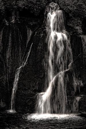 Waterfall - Iceland - Copyright 2020 Steve Leimberg - UnSeenImages Com _Z2A3203