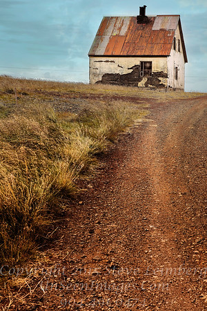 Farmhouse in Iceland - Copyright 2017 Steve Leimberg - UnSeenImages Com _Z2A1088