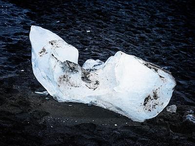 Ice Chunk at Lagoon Copyright 2021 Steve Leimberg UnSeenImages Com _DSF1067