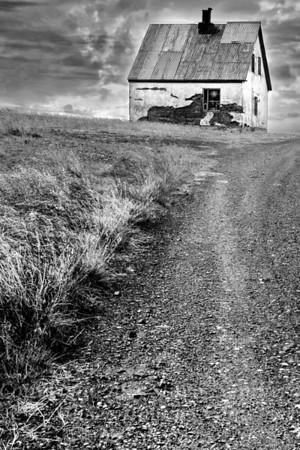 Farmhouse in Iceland - B&W Copyright 2017 Steve Leimberg - UnSeenImages Com _Z2A1088