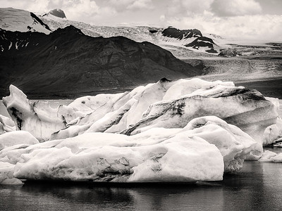 Floating Bergs at Lagoon Iceland B&W Copyright 2021 Steve Leimberg UnSeenImages Com _DSF1657