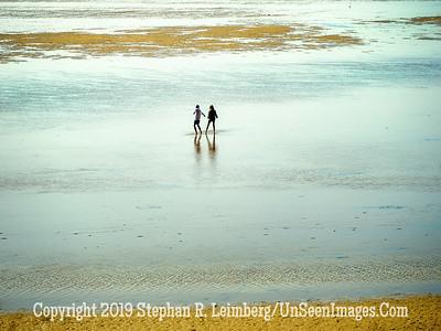 Iceland Walk on the Sand Copyright 2019 Steve Leimberg UnSeenImages Com _DSF5562
