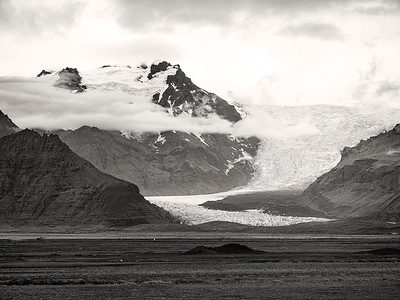 Glacier at Twisted Bridge  B&W Iceland Copyright 2021 Steve Leimberg UnSeenImages Com _DSF1612