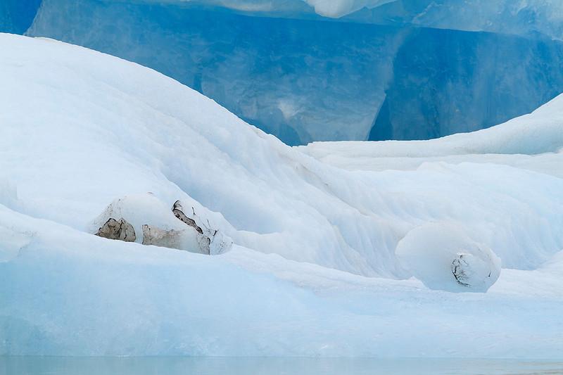 Texturas y colores sobre el hielo. Pureza, suavidad y complejidad.