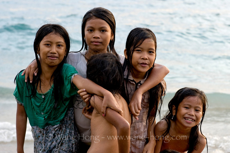 Girls very fond of taking photos, Mangsit Village, Lombok