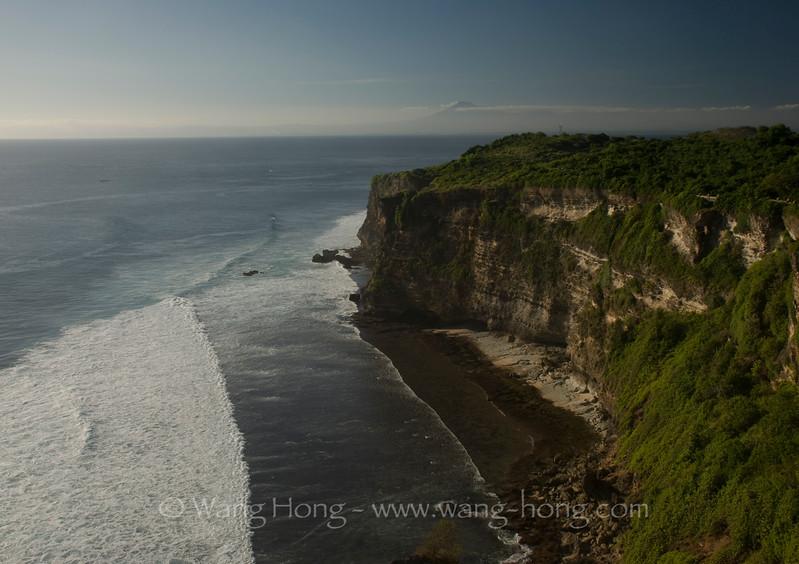 Sea cliff at Uluwatu in late afternoon.
