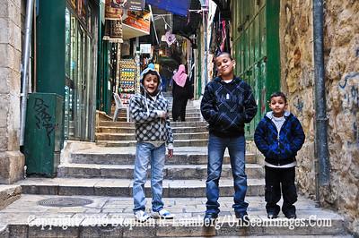 Three Kids in Suk web