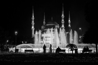 Night by the fountain
