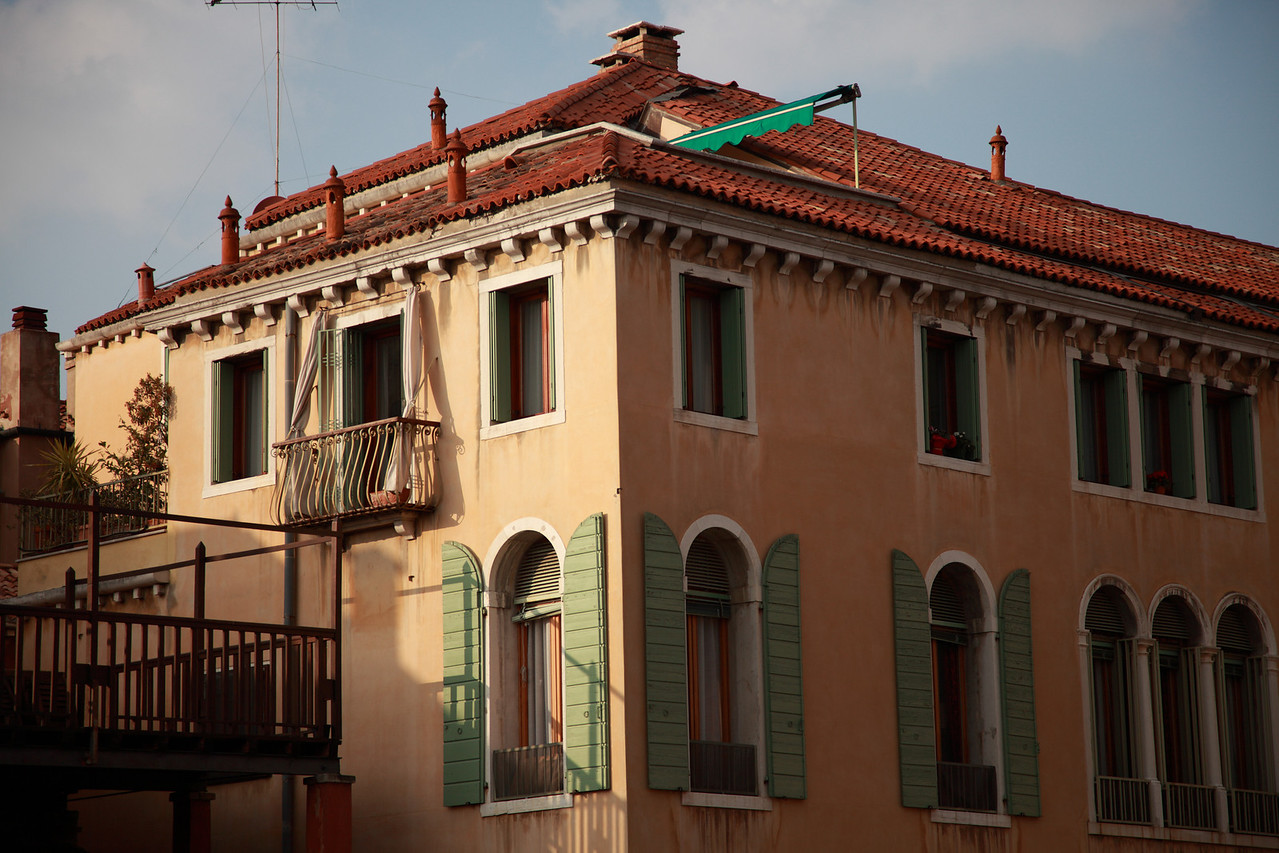 A building inVenice, bathed in the evening light