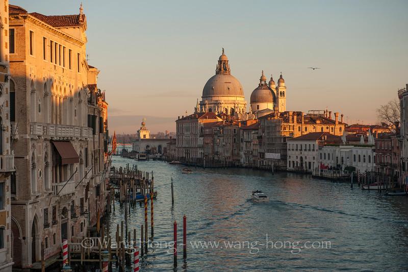 Grand Canal and Dome of Santa Maria de la Salute at dusk, Venice (Jan. 2015)