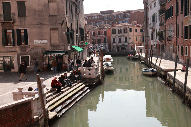 Bacareto da Lele, on the Camp del Tolentini, Venice, where one can buy a glass of wine to drink on the steps outside