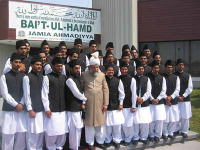 Group Photo of Jamia Ahmadiyya Canada Students with Hazat Khalifatul Masih V (aba)