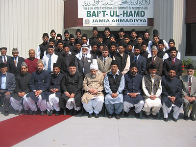 Group Photo of Jamia Ahmadiyya Canada Staff and Students with Hazrat Khalifatul Masih V (aba)