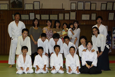 The Chino classs (and parents). Some of the adults in this pic were early arrivers for the next class. The second class finished at 9pm, followed by a lively supper at a restaurant a few minutes down the road, which was then follwed by the 1.5 hour drive back to Sakudaira.