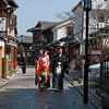 Young couple on street near Kiyomizu-dera Temple in Kyoto 京都清水寺附近的小街上