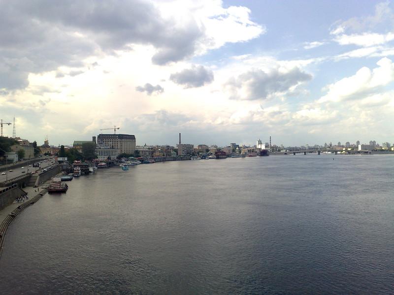 Вид на Подол с пешеходного моста