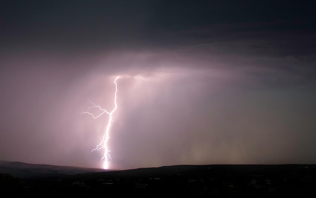 Lightning on top of reith ridge cropped