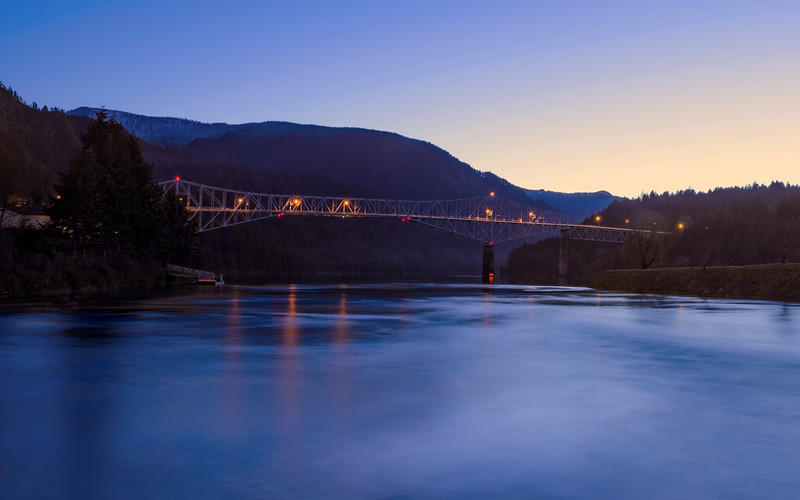 bridge of the Gods bridge river view at dusk cropped
