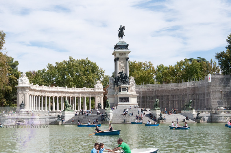 The boaters at El Retiro Park