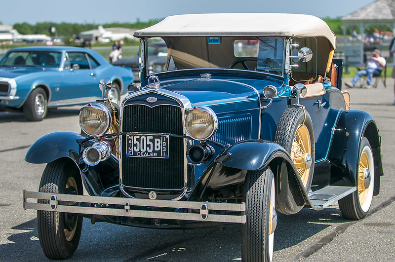 1931 Ford Model A Deluxe Roadster Six Wheel