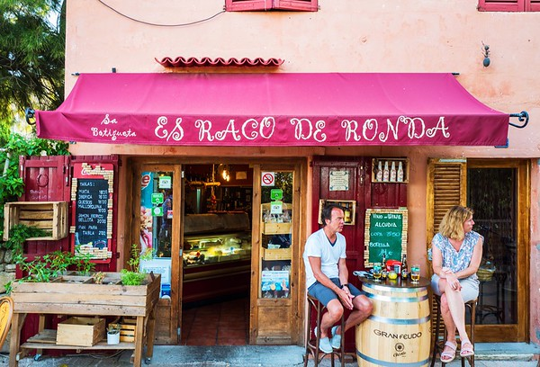 Bar in the old town of Alcudia