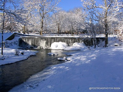 postroadphotos-places-usa-milford-connecticut-winter-scene-2004-014