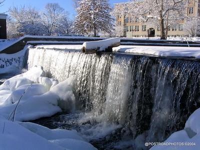 postroadphotos-places-usa-milford-connecticut-winter-scene-2004-018