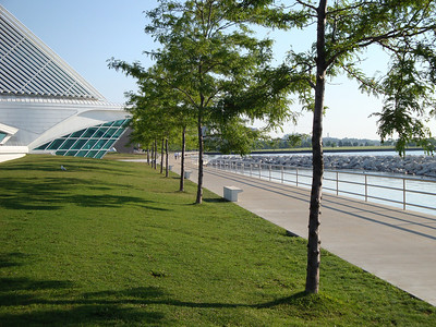 Walking and bike path behind the Milwaukee Art Museum.