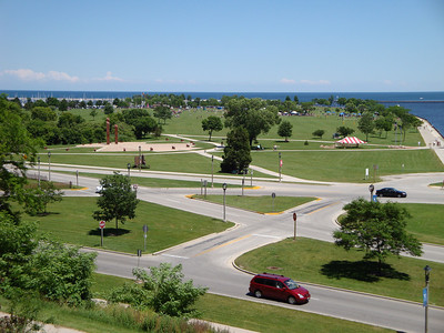 Veteran's Park at the lakefront in the summer months. Includes the Veterans of War memorial.