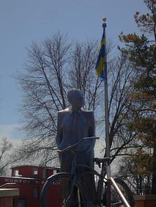 Vilhelm Moberg statue