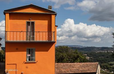 This house in Frosolone is for sale.  Hmmmmmmmmmmmmmmm