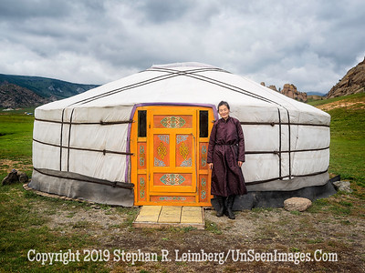 Woman Outside Ger Copyright 2019 Steve Leimberg UnSeenImages Com _DSF0585