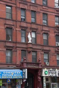 Chelsea: Classical Statue