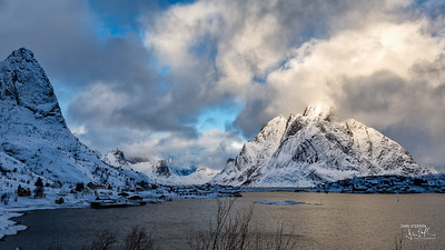 Clouds over Reine