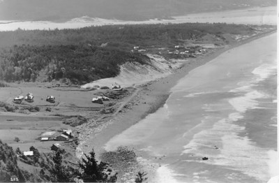 This image from the 1930s shows relatively little development in Neahkahnie after its first twenty years. Note early development in Manzanita on the far side of Classic Ridge. The road in front of Classic Ridge connecting Neahkahnie with Manzanita wasn't built until 1948.