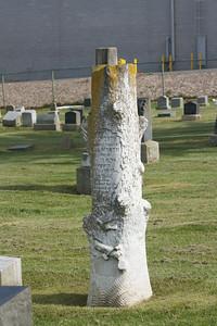 Treestump gravestone