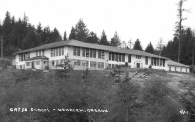 In the early 1930s, school authorities added a south wing with four classrooms and a swimming pool.