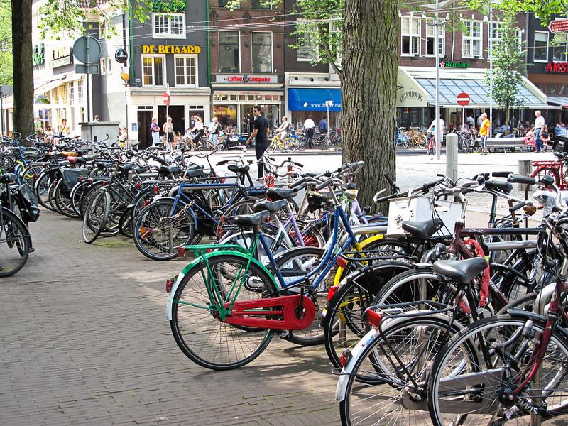 090701_AmsterdamBikes_001