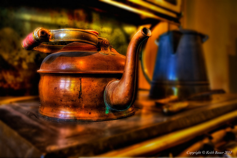 Teapot On the Old Stove - Los Luceros