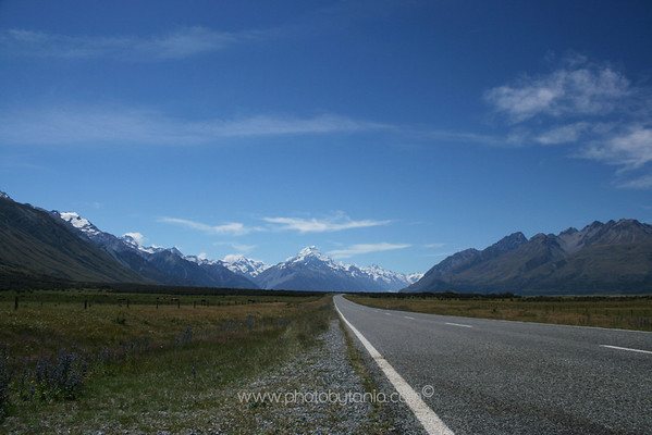The road to Mt Cook/Aoraki (centre), New Zealand