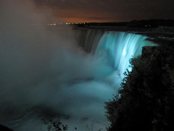 Horseshoe Falls at Night, Canon Powershot SD 960, handheld