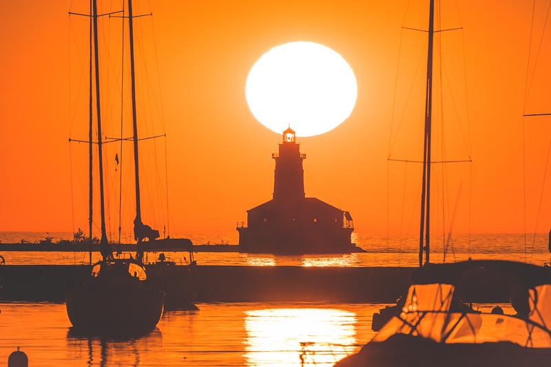 Chicago Harbor Lighthouse at Sunrise (CC: NC-BY-SA)
