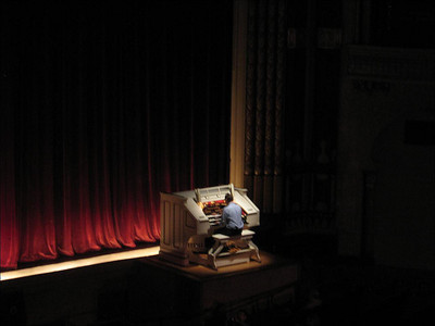 The organ platform which rises up to stage level for performances.