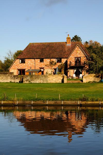 Posh Riverside property on the Thames near Oxford!