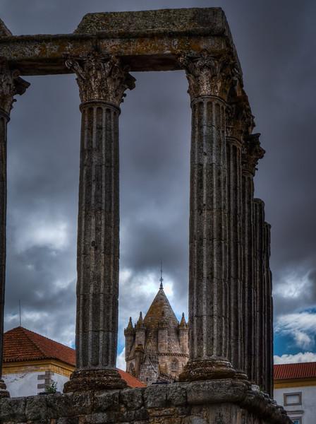 Roman ruins, Evora
