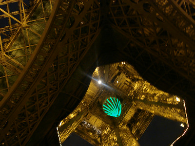 Eiffel tower from below.jpg
