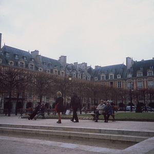 Chilly spring day in the Place des Vosges