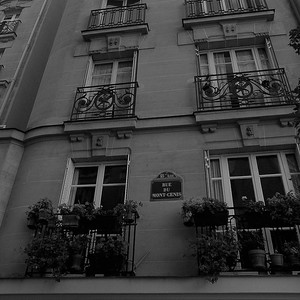Apartment building, Rue du Mont Cenis, Paris