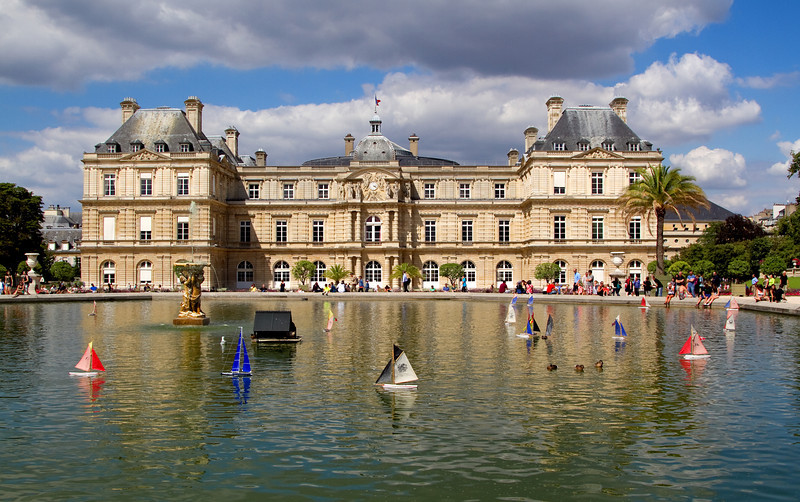 <H3>Tall ships sail by Luxembourg Gardens</H3>
