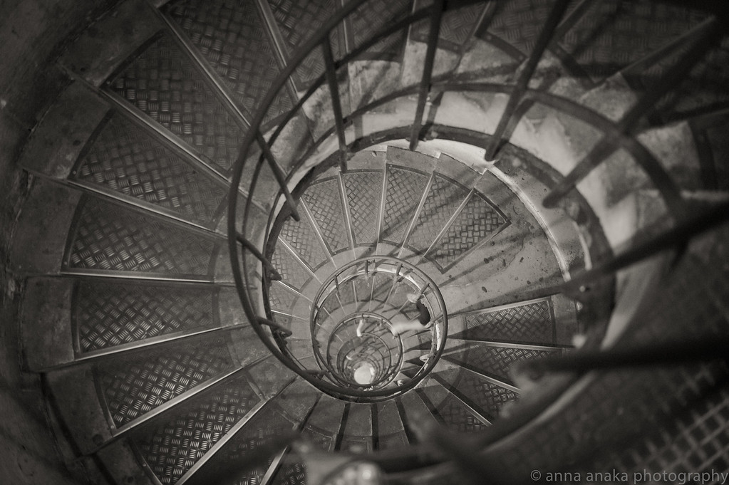 staircase in the arc de triomphe